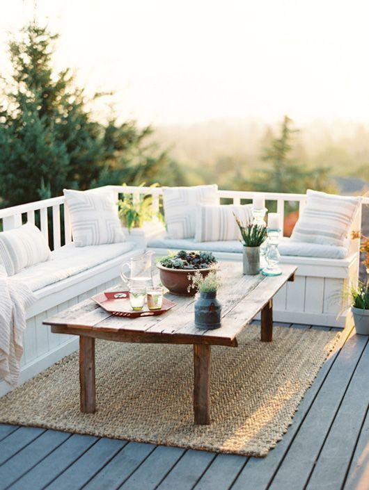 outdoor-corner-bench-area-rug