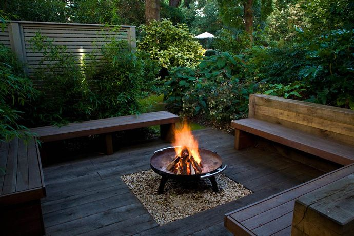 outdoor-corner-bench-central-fire-pit