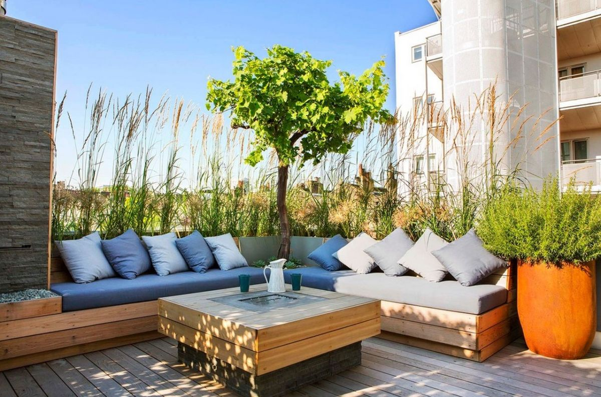 outdoor-corner-bench-colored-accent-pillows
