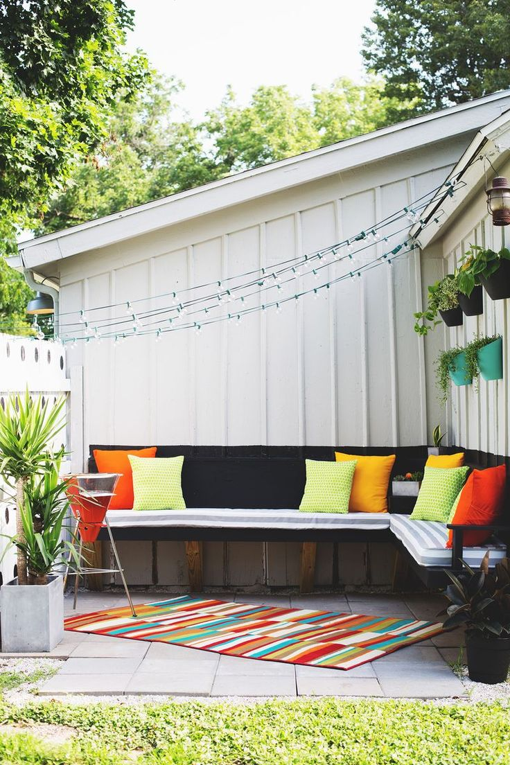 outdoor-corner-bench-small-colorful-nook