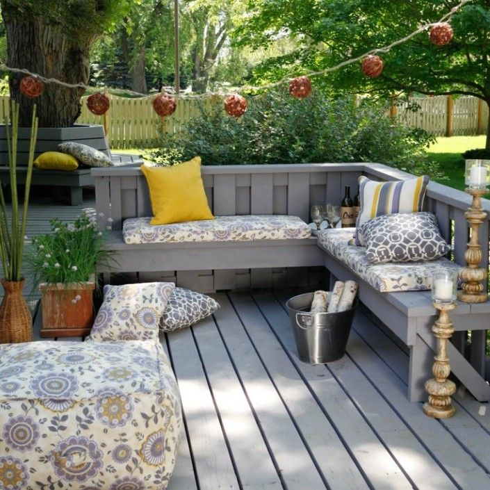 outdoor-corner-bench-traditional-setting